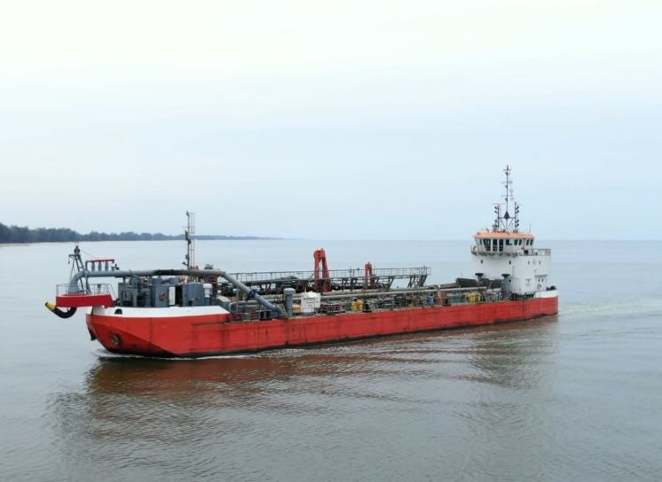 working TSHD dredger