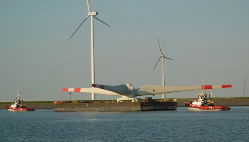 flattop barge for transport of wind turbines