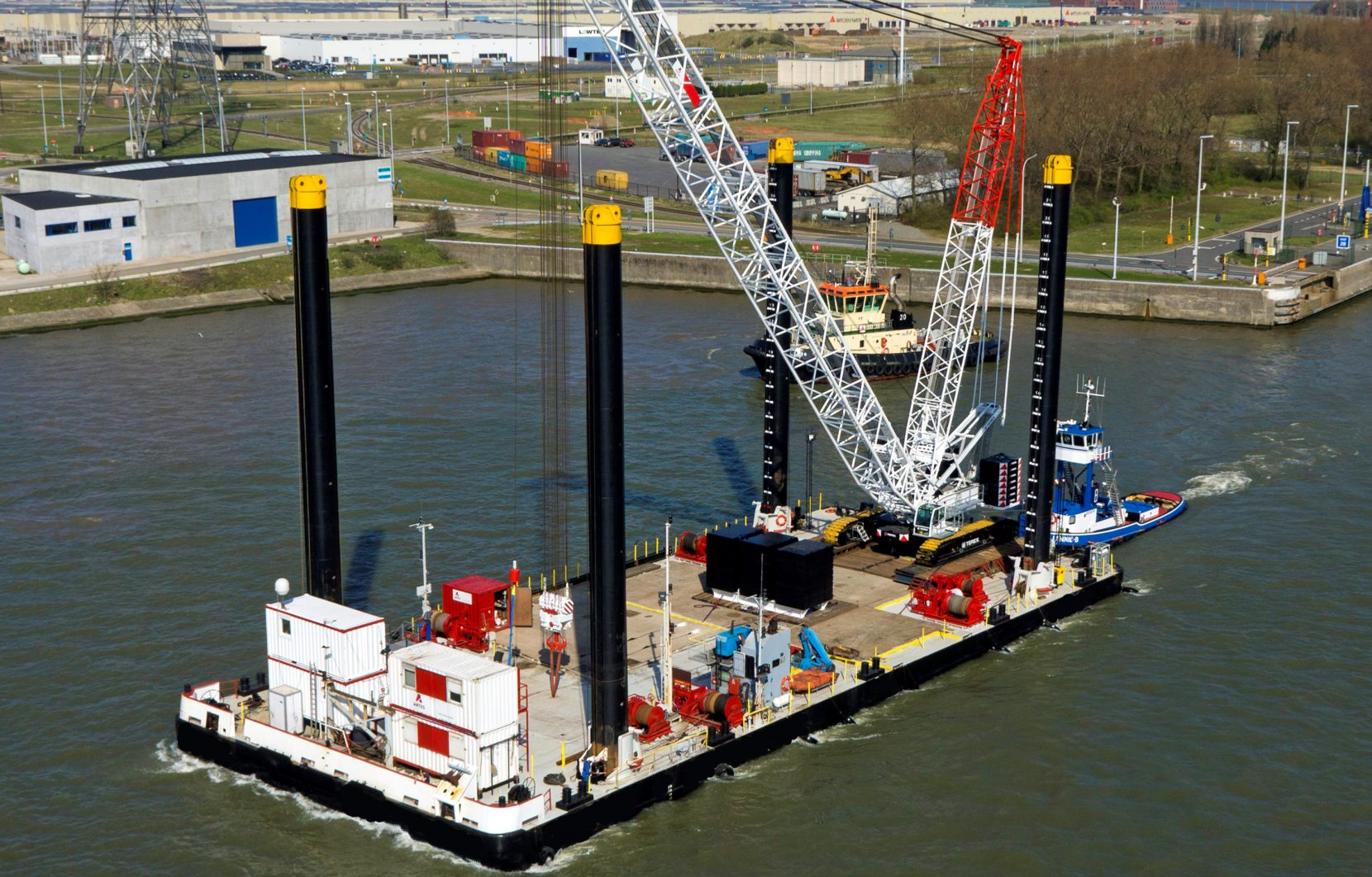 SPUDRAISING BARGE FOR CHARTER / 55 x 24m / 600t Crane