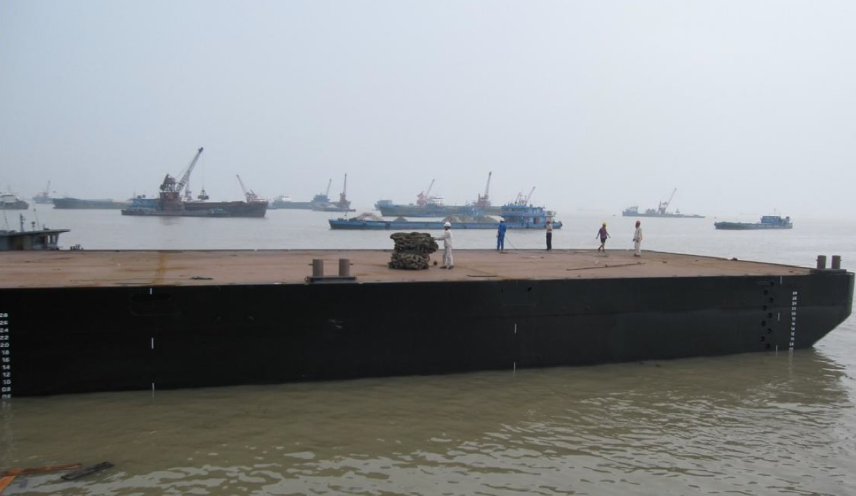 Flattop barge with spudholes for sale / 63 x 16.5m / built 2013 / DWT 2,150