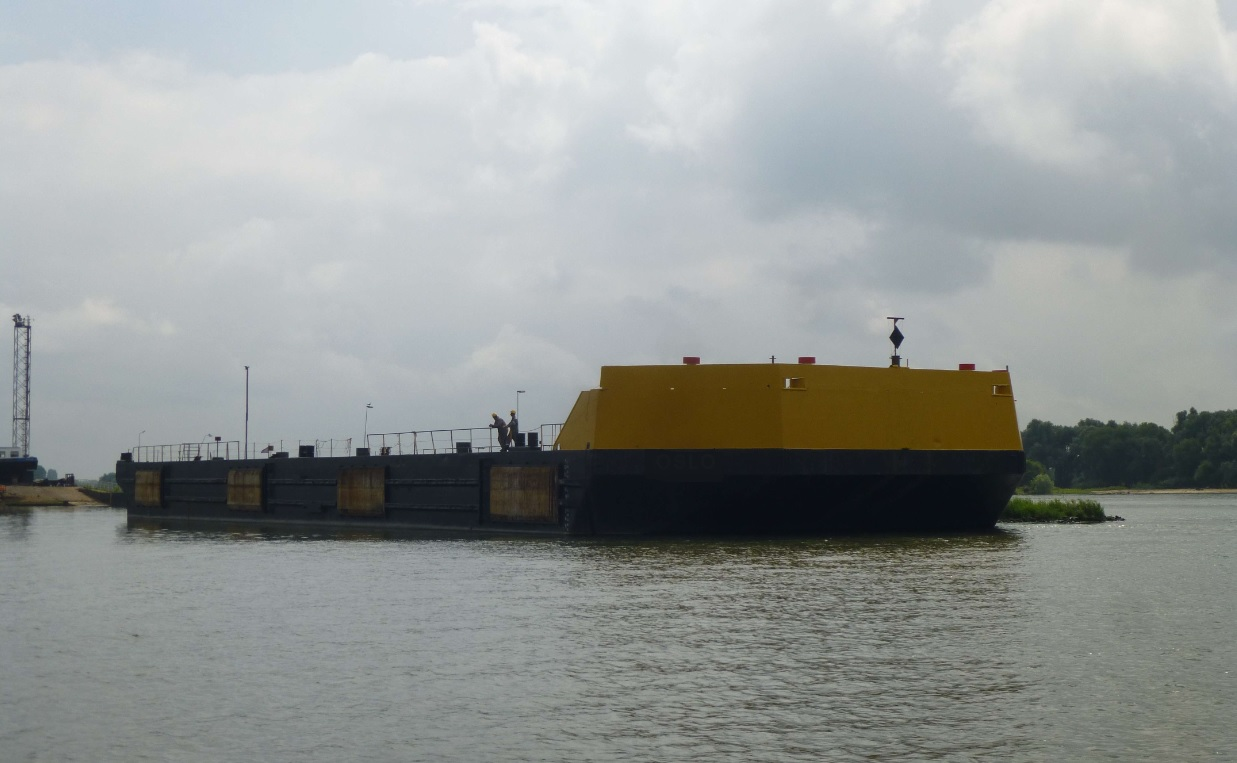 Flattop barge for sale / LOA 76m / Beam 24m / DWT 4,615