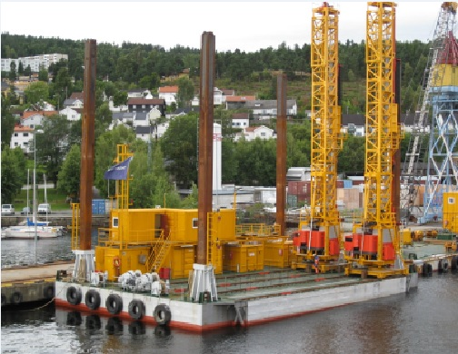 Surface drilling barge with spuds for sale / 27 x 17m