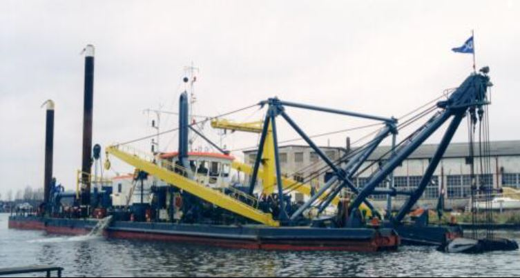 Cutter Suction dredger for sale / Beaver 3,300 / 650mm discharge pipe