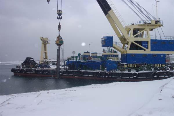 Floating crane for charter / 100t @ 20m lift