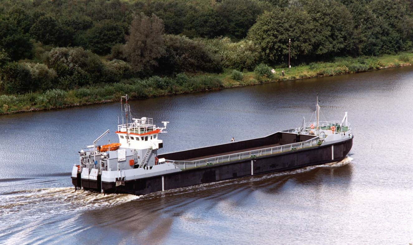 Self-propelled splitbarge for charter / 940m3