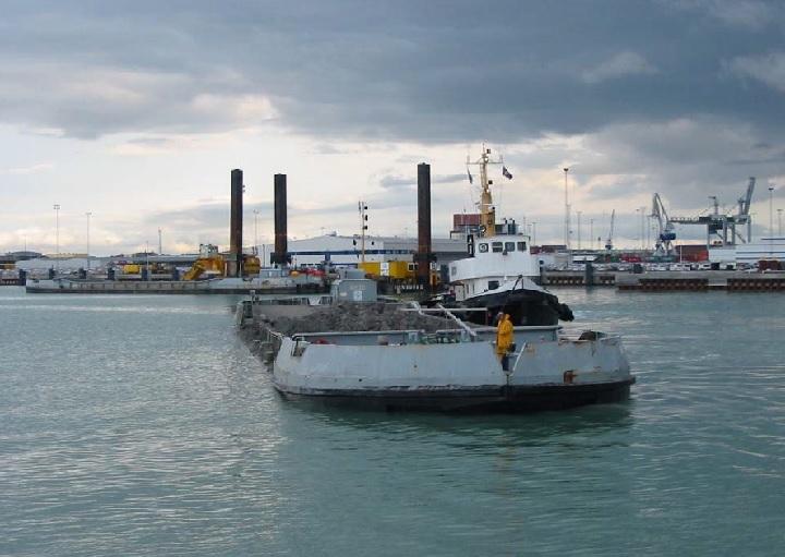 Dumb splitbarge for charter / 940m3