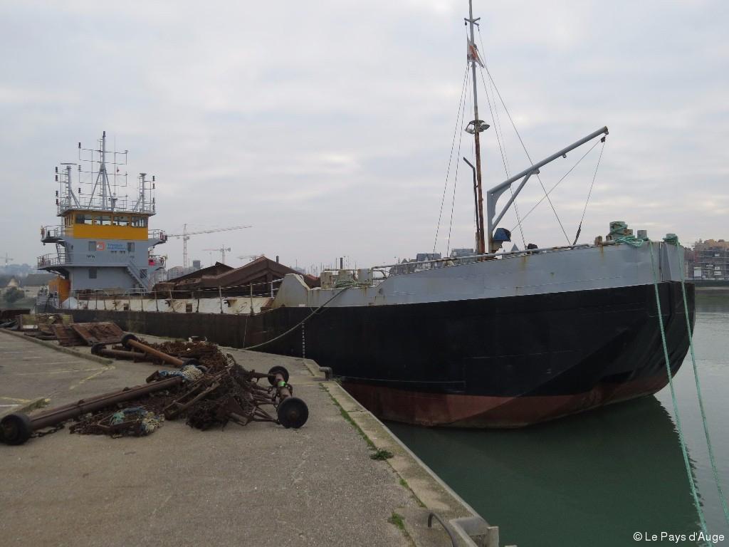 Self propelled splitbarge for sale