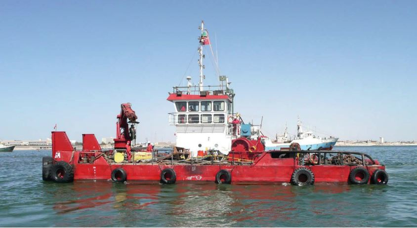 multicat type workboat with Heila deck crane
