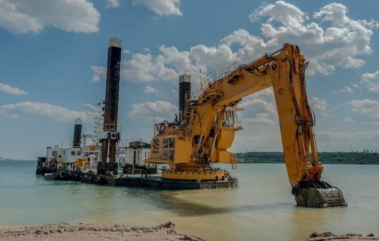 excavator dredger