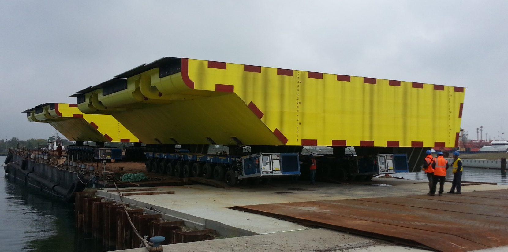 Flattop barge 'Leonardo' for sale / 60 x 20m / Ballastable / DWT 3,230